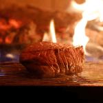 薪窯で焼き上げる神戸牛